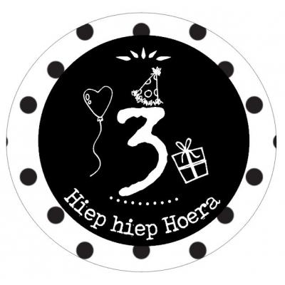 Button met cijfer 3 en tekst ''Hiep hiep Hoera'' 56mm.